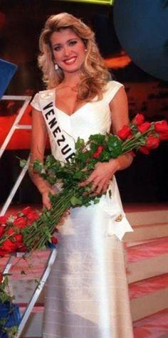 First Runner y Miss Universe 1997 is Miss Venezuela Marena Bencomo...  Sin duda, es una Mujer Hermosa, pero los Nervios la Bloquearon y no le permitió dar una Respuesta mas Coherente, creo que eso la perjudico.. pero sin duda la Corona era para ella.. Igual quedo Satisfecha por el Excelente Papel..