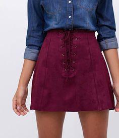 Saia feminina  Modelo evasê  Com amarração  Marca: Blue Steel  Tecido: Camurça  Sintética  Modelo veste tamanho: P      COLEÇÃO INVERNO 2017     Veja outras opções de    saias femininas   .