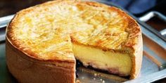 Apple Custard Cake Recipe is delicious, tasteful and yammi dish. Apple Custard Cake can be made in less than few minutes apple Basque Cake, Basque Food, Apple Custard Cake Recipe, Custard Slice, Magic Custard Cake, Gateau Basque Recipe, Just Desserts, Dessert Recipes, Custard Desserts