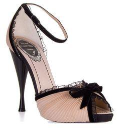 Love these #Pink #wedding #shoes www.socialmediamamma.com and wwwfinditforweddings.com