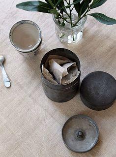 vintage chinese tea tin | pillo