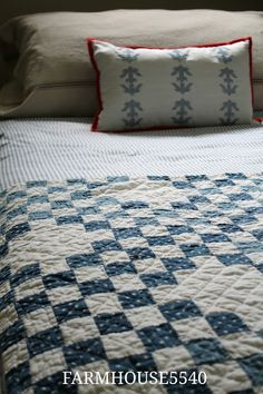 I love the simplicity of this quilt pattern......just blue and white squares.