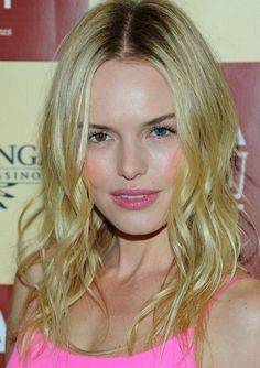 Kate Bosworth: Natural-looking beachy waves (frames and slims a naturally round face) Pretty Nails For Summer, Pretty In Pink, Kate Bosworth, Make Up Looks, Neon Pink Dresses, The Beauty Department, Pretty Makeup, Hair Today, Cute Hairstyles