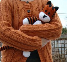 Free Hobbes crochet pattern!!! Like, Calvins stuffed tiger, Hobbes, not the Hobbes of Calvins imagination. I love this SO much, and I need to learn how to do amigurumi so I can make it!!!
