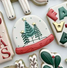 Christmas Biscuits, Christmas Sugar Cookies, Holiday Cookies, Ginger Cookies, Iced Cookies, Royal Icing Cookies, Christmas Party Food, Christmas Baking, Winter Christmas