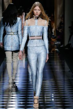 See the complete Balmain Fall 2016 Ready-to-Wear collection.