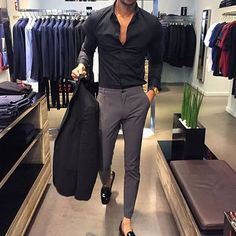 The latest men's fashion including the best basics, classics, stylish eveningwear and casual street style looks. Mens Fashion Suits, Mens Suits, Trendy Mens Fashion, Ladies Suits, Mens Fashion Blog, Lifestyle Fashion, Fashion Mode, Fashion Outfits, 80s Fashion