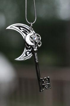 Moon and Key Key Jewelry, Cute Jewelry, Jewelery, Jewelry Accessories, Fantasy Jewelry, Gothic Jewelry, Magical Jewelry, Accesorios Casual, Weapon Concept Art