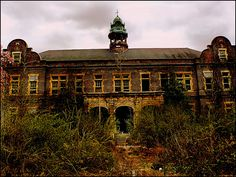 Pennhurst State School and Hospital, Administration Building. They say this is one of the most haunted places in America because of the torture etc people received while in the asylum Haunted Asylums, Abandoned Asylums, Abandoned Buildings, Abandoned Places, Haunted Houses, Old Hospital, Abandoned Hospital, Most Haunted Places, Spooky Places