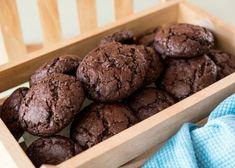 Σοκολατένια cookies   Be2news Greek Desserts, Cookie Desserts, Fun Desserts, Cookie Recipes, Dessert Recipes, Biscuit Cookies, Biscuit Recipe, Cake Cookies, Biscuits