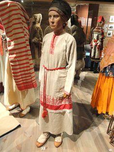 File:Kattila, Ingria, 1892 - Finnic dress - Museum of Cultures (Helsinki) - DSC04817.JPG - Wikimedia Commons