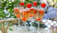 5 Champagne Cocktails Perfect for Summer