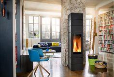 Modułowy kominek wolnostojący Elements Front to nieograniczone możliwości aranżacji w salonie.
