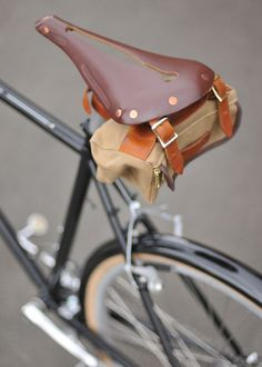 Saddles Brooks England is a bicycle saddle manufacturer in Smethwick, Birmingham, England. It has been making leather bicycle saddles since 1866 Fixi Bike, Bicycle Bag, Bicycle Parts, Fixed Gear Bikes, Velo Retro, Retro Bicycle, A Well Traveled Woman, Leather Bicycle, Urban Bike