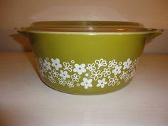 Vintage Crazy Daisy Spring Blossom 475 Round  2.5 Quart Casserole dish with lid #Pyrex