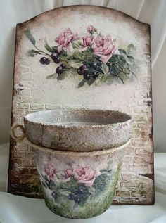 Decoupage Furniture, Decoupage Art, Decoupage Vintage, Shabby Vintage, Painted Furniture, Shabby Chic Crafts, Shabby Chic Decor, Clay Pot Crafts, Diy And Crafts