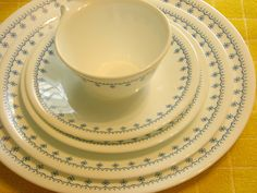 Vintage Snowflakes by Corelle.the dishes we got in the (?) after our brown leaf Melmac dishes in the Corelle Ware, Corelle Plates, Corelle Dishes, Tableware, Vintage Dishes, Vintage Pyrex, Vintage China, Vintage Kitchen, Kitchen Things