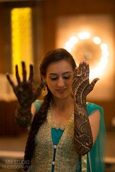 Beautiful mehendi design for brides
