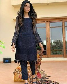 Anmol baloch looking utterly gorgeous in this eastern outfit from 💕 she can literally pull off any look 👀 Stylish Dress Designs, Designs For Dresses, Stylish Dresses, Simple Dresses, Casual Dresses, Pakistani Fashion Casual, Pakistani Dresses Casual, Pakistani Dress Design, Dress Indian Style