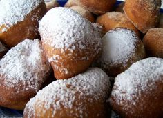 If you've ever been to New Orleans and had a beignet (french donut) from Cafe du Monde and have been wondering how the heck to make them...  today is your day!  This is the easiest way to get your beignet fix.      3 Inredients:  refrigerated biscuits, canola oil and powdered sugar. Easy Tailgate Food, Tailgating Recipes, Cajun Recipes, Cooking Recipes, Fun Cooking, French Donuts, French Food, Ricotta Fritters, Appetizer Recipes