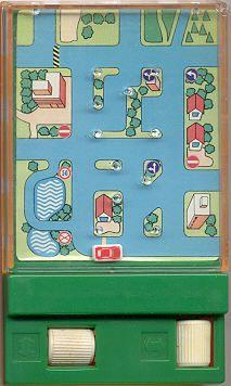 No había Play Store, pero teníamos los ¡Pocketeers!. Jugar jugamos siempre. http://www.marvinoop.com/objetos-perdidos/64-pocketeers-las-cajas-de-maravillas