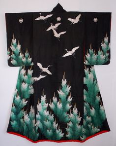 Japan, Edo Era Uchikake, flying cranes and pine trees, yuzen silk Traditional Japanese Kimono, Traditional Dresses, Japanese Geisha, Japanese Textiles, Japanese Patterns, Art Textile, Textile Design, Kimono Design, Japanese Costume