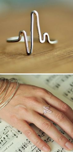 Love this delicate wire heartbeat ring - it's hand formed from a single piece of wire and can be made in silver, rose gold filled or 14k gold filled | EKG Heart Beat Silver Midi Wire Ring #ad