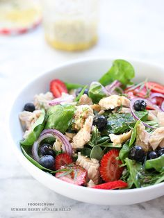 Summer Berry Spinach Salad l foodie crush Spinach Salad Recipes, Summer Salad Recipes, Summer Salads, Healthy Summer, Summer Fruit, Cocina Light, Clean Eating, Healthy Eating, Cooking Recipes