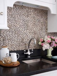 amazing pebbled back-splash + black marble countertops.