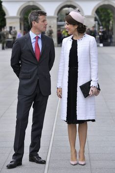 Crown Princess Mary wowed the Polish crowd with stylish black and white ensemble. Crown Prince Frederik and Crown Princess Mary of Denmark a. Princesa Real, Princesa Mary, Crown Princess Mary, Royal Princess, Prince And Princess, Denmark Royal Family, Danish Royal Family, Estilo Real, Hollywood Fashion