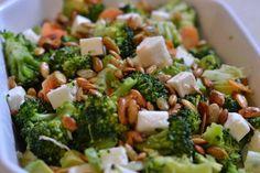Okay, det her er sidste salat med broccoli i denne her omagang. I promise! Men broccoli er bare så godt. Ud over at det smager godt og den grønne farve er en fryd for øjet, så er broccoli super sundt. Det er sprængtfyldt med næring og så er det rigt på A-vitamin, C-vitamin, visse B-vitaminer,...Read More » Salad Recipes, Diet Recipes, Vegetarian Recipes, Healthy Recipes, Recipes From Heaven, Low Calorie Recipes, Feta, Food Inspiration, Side Dishes