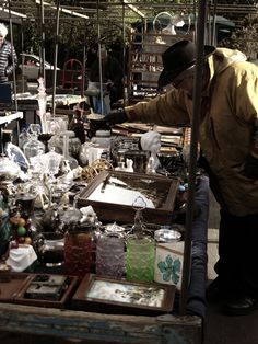 LONDON - Bermondsey Antiques Market