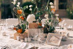 таблички с номерами столов и именами гостей ручной работы