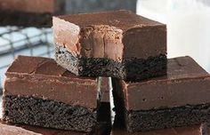 These Nutella Fudge Brownies are decadent little bars With a dense brownie on the bottom Nutella fudge in the middle and chocolate on top you can t go wrong Nutella Fudge, Nutella Recipes, Fudge Brownies, Chocolate Cheesecake, I Love Chocolate, Chocolate Cake, Cookbook Recipes, Cooking Recipes, Cheesecake Cupcakes