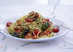 Unser beliebtes Rezept für Schnelle Spaghetti mit Lachs und Pimientos und mehr als 55.000 weitere kostenlose Rezepte auf LECKER.de.