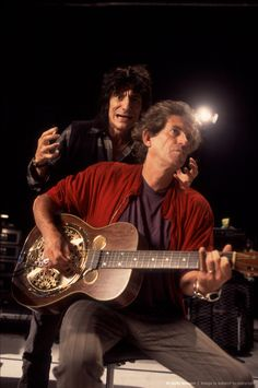 Ronnie Wood & Keith Richards of The Rolling Stones. Keith Richards, Rock N Roll, Rock And Roll Bands, Mick Jagger Rolling Stones, Patti Hansen, Ronnie Wood, Charlie Watts, Rollin Stones, Ron Woods