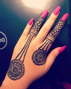 Mehndi is something that every girl want. Arabic mehndi design is another beautiful mehndi design. We will show Arabic Mehndi Designs. Best Arabic Mehndi Designs, Henna Tattoo Designs Simple, Finger Henna Designs, Henna Art Designs, Mehndi Designs For Beginners, Mehndi Designs For Girls, Modern Mehndi Designs, Mehndi Design Photos, Mehndi Designs For Fingers