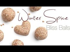 Winter Spice Bliss Ball Recipe (4 Ingredients) -5 Фиников; -1/3 чашки зеленой гречневой крупы;  -1/2 ч. л. корицы; -щепотка молотого имбиря