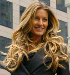 Celebrity homes: Gisele Bündchen and Tom Brady's Los Angeles Home - Today I share with you the amazing Los Angeles dream home of super model Gisele Bundchen a Loose Curls Hairstyles, My Hairstyle, Permed Hairstyles, Wedding Hairstyles, Trendy Hairstyles, Hairstyle Photos, Layered Hairstyle, Fashion Hairstyles, Layered Haircuts