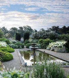 Famous Gardens, Amazing Gardens, Beautiful Gardens, House Landscape, Landscape Design, Garden Design, Pool Fountain, Garden Fountains, Moon Garden
