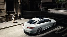 Mercedes-Benz E-Class Coupé (C 238): combines the beauty and classic virtues of a grand tourer with state-of-the-art technology.