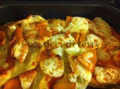 Buon lunedì a tutti!  Questo è un pasticcio di zucca, patate, porri e formaggio, gustoso e saporito. Un veloce e sano secondo da portare in tavola per i più golosi.