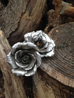 Picture of The Tin Can Rose http://www.instructables.com/id/The-Tin-Can-Rose/ nice recycle use for cans!