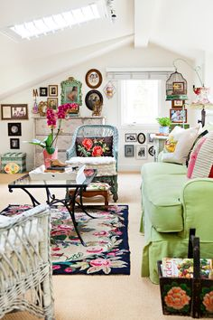 Cottage Style Living Room, Cottage Style Decor, Country Cottage Living Room, Small Cottage Interiors, Happy Room, Colourful Living Room, Vintage Room, Living Room Vintage, Decorating Small Spaces