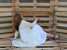 """Z kolekcji """"KOŁO"""" biały moherowy uniwersalny sweterek"""