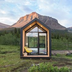 Eco-minded people are forgoing their suburban split-levels for modern motorhomes, and now you can join the tiny house movement with these prefab options. Modern Tiny House, Tiny House Living, Tiny House Design, Small Modern Cabin, Tiny House Hotel, Modern Cabins, Living Room, Prefab Cabins, Prefab Homes