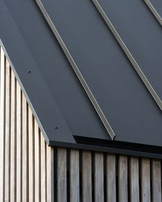 longhouse ssab media photos and videos 4 archello Roof Cladding, House Cladding, Timber Cladding, Exterior Cladding, Roof Design, House Design, Detail Architecture, Modern Architecture, Standing Seam Roof