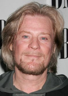 Daryl Hall earned a  million dollar salary, leaving the net worth at 30 million in 2017