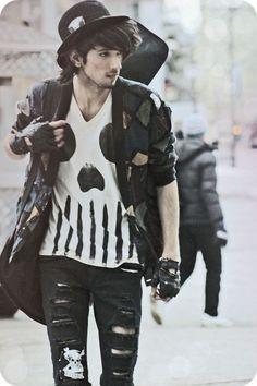 men's grunge fashion | ripped clothes | Seattle, 1993. Veja também: http://semioticas1.blogspot.com.br/2013/07/punk-de-grife.html