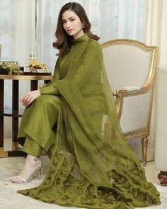Silk Kurti Designs, Churidar Designs, Kurti Designs Party Wear, Beautiful Pakistani Dresses, Pakistani Dresses Casual, Pakistani Dress Design, Pakistani Girl, Beautiful Dresses, Punjabi Suits Designer Boutique